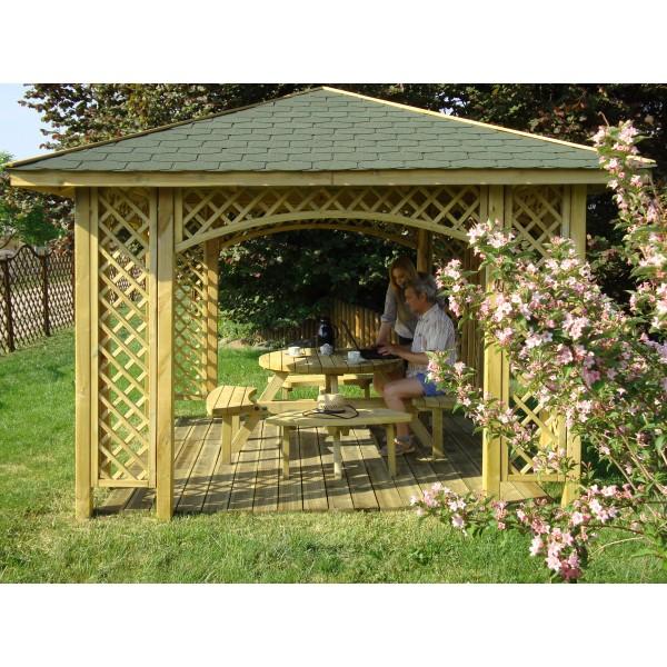 Altana drewniana w ogrodzie