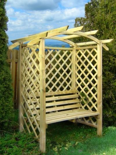 Chwila Relaksu W Ogrodzie Drewniane ławki I Krzesła Ogrodowe